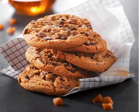 Cookie cuit : chunks chocolat et chocolat lait