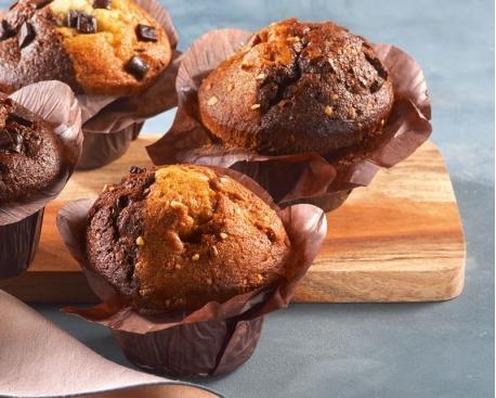 Muffin bi-fourrage caramel pépites de caramel / choc intense chunks de choc / décor praligrain